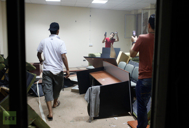 demonstrators-rooms-headquarters-islamist