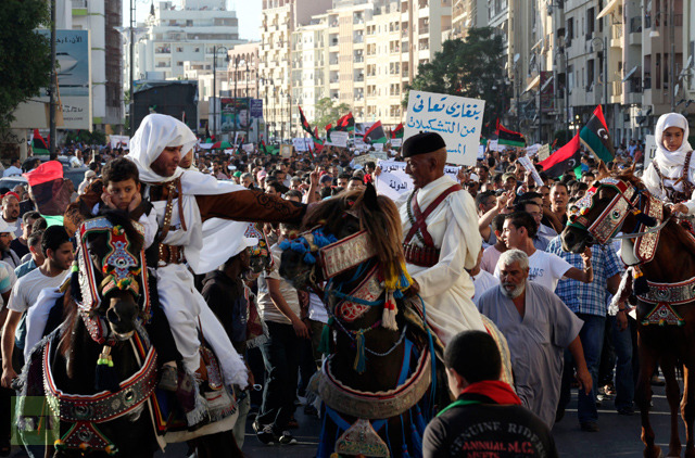 libyans-clothes-horses-protest