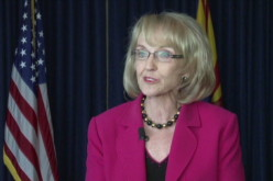 Arizona governor vetoes presidential 'birther bill'