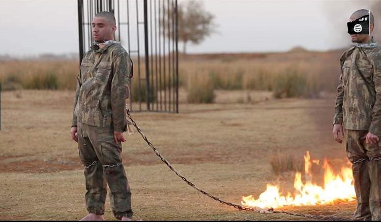 ISIS Burns Two Chained Turkey Soldiers Alive